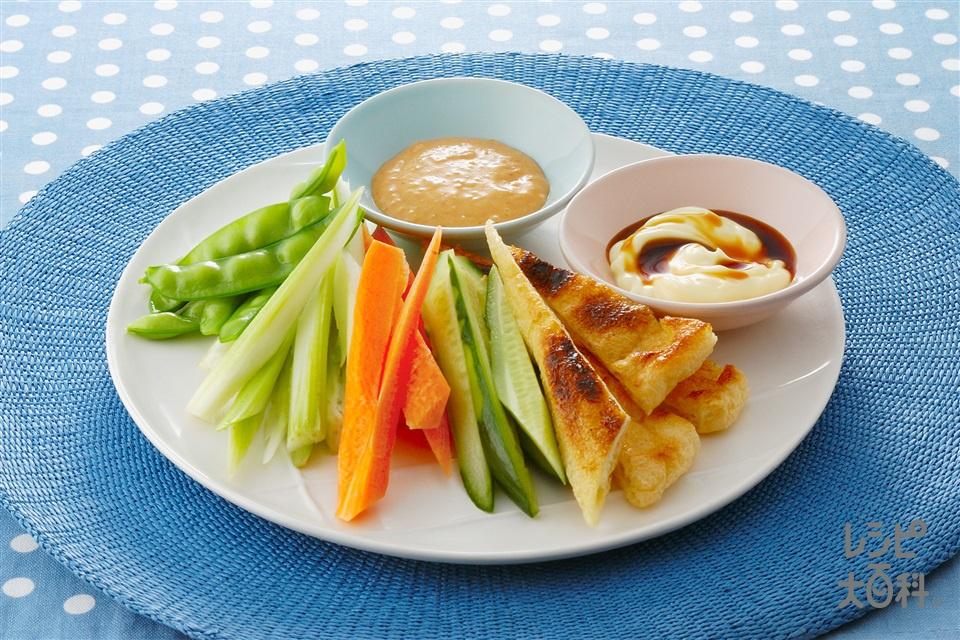 パリパリ油揚げとスティック野菜 2種のマヨソース添え(きゅうり+にんじんを使ったレシピ)
