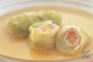 豚薄切り肉とスティック野菜のロールキャベツ コンソメ味