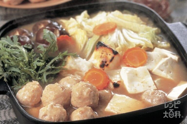鶏だんごと白菜のピリ辛みそ鍋