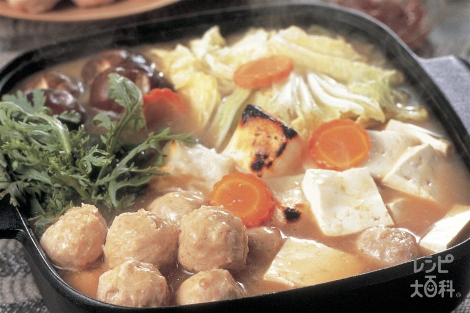 鶏だんごと白菜のピリ辛みそ鍋(鶏ひき肉+白菜を使ったレシピ)