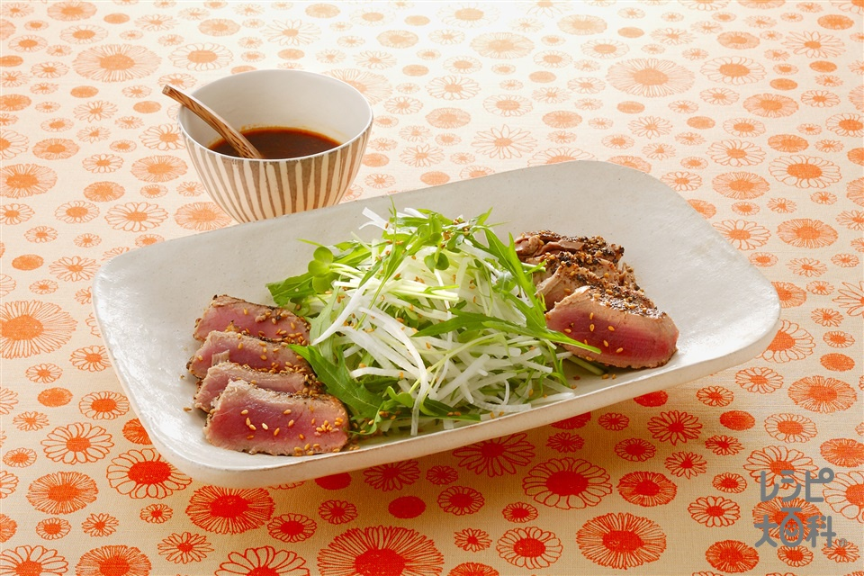 ペッパーまぐろステーキ&せん切り野菜のサラダ