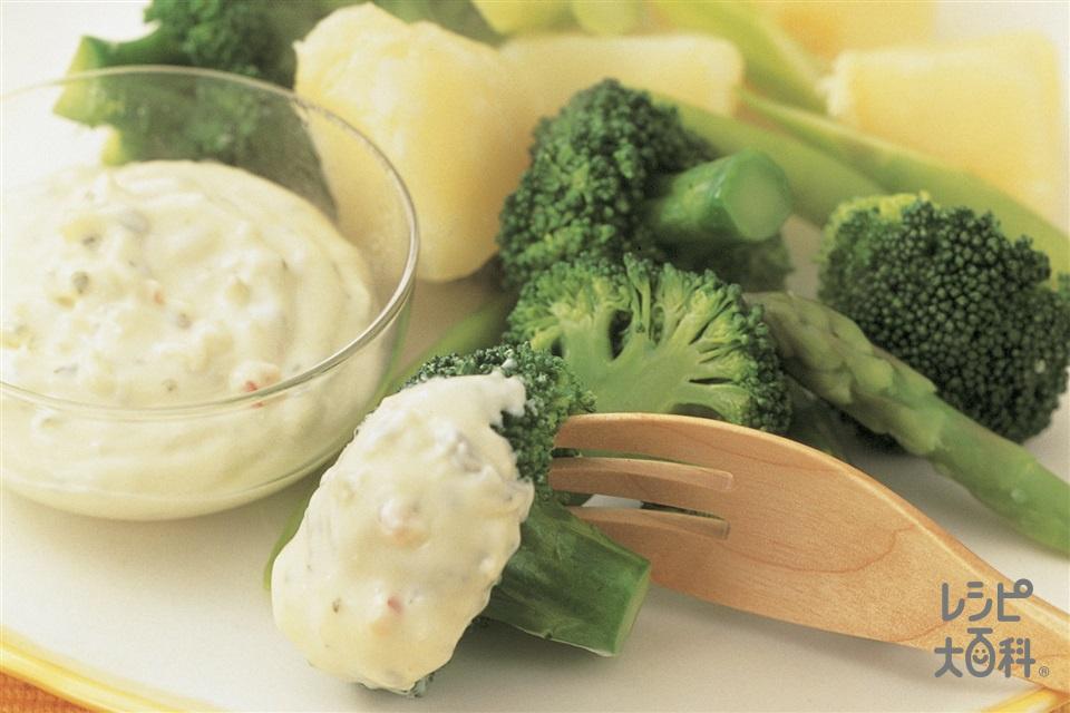 温野菜サラダ・チーズタルタルソース(ブロッコリー+グリーンアスパラガスを使ったレシピ)