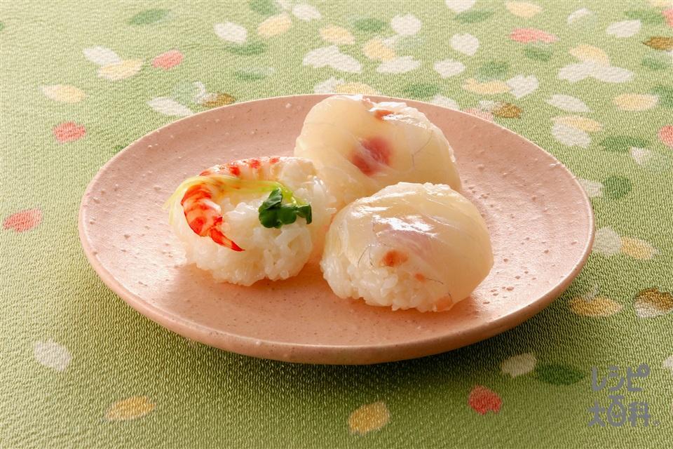 たいの昆布じめのひと口手まり寿司、えびの甘酢漬けの手まり寿司