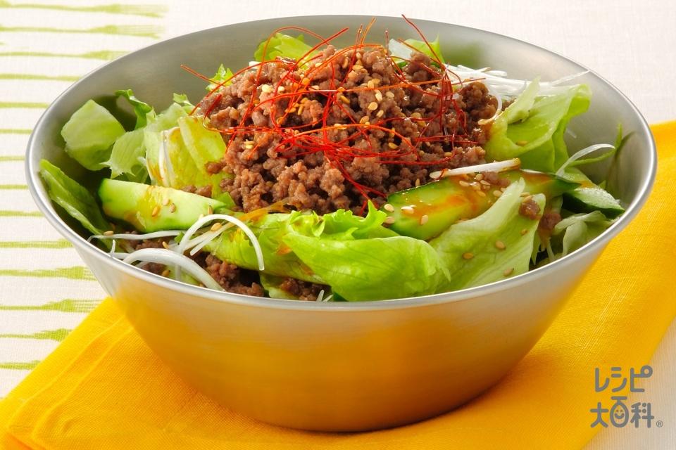 韓国風そぼろかけサラダ(牛ひき肉+きゅうりを使ったレシピ)