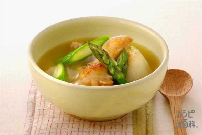 鶏肉とグリーンアスパラのコンソメスープ