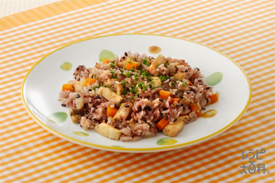 黒米入りピラフ(米+鶏むね肉(皮なし)を使ったレシピ)