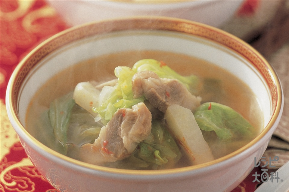塩豚とキャベツ・じゃがいものピリ辛スープ(キャベツを使ったレシピ)