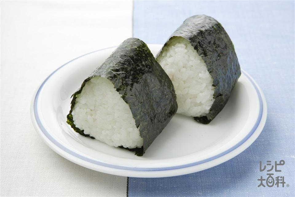 梅おかか入りおにぎり(ご飯+梅干しを使ったレシピ)