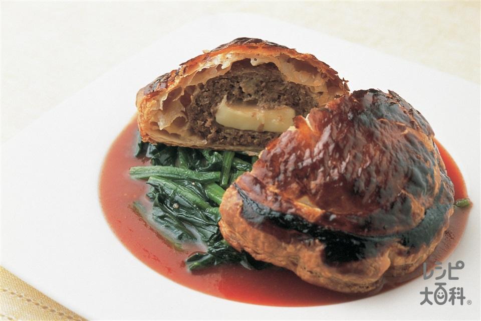 ハンバーグのパイ包み焼き(牛ひき肉+トマトジュースを使ったレシピ)