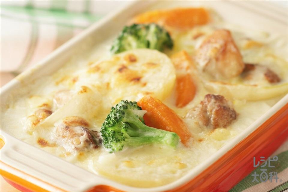 野菜たっぷりチキングラタン(鶏もも肉+じゃがいもを使ったレシピ)