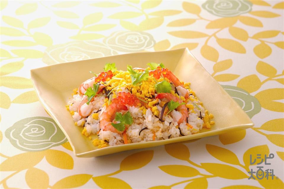 彩りちらし寿司(温かいご飯+えびを使ったレシピ)