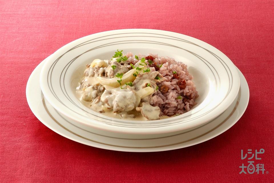 ホワイトビーフストロガノフ ワインピラフ添え(牛もも薄切り肉+米を使ったレシピ)