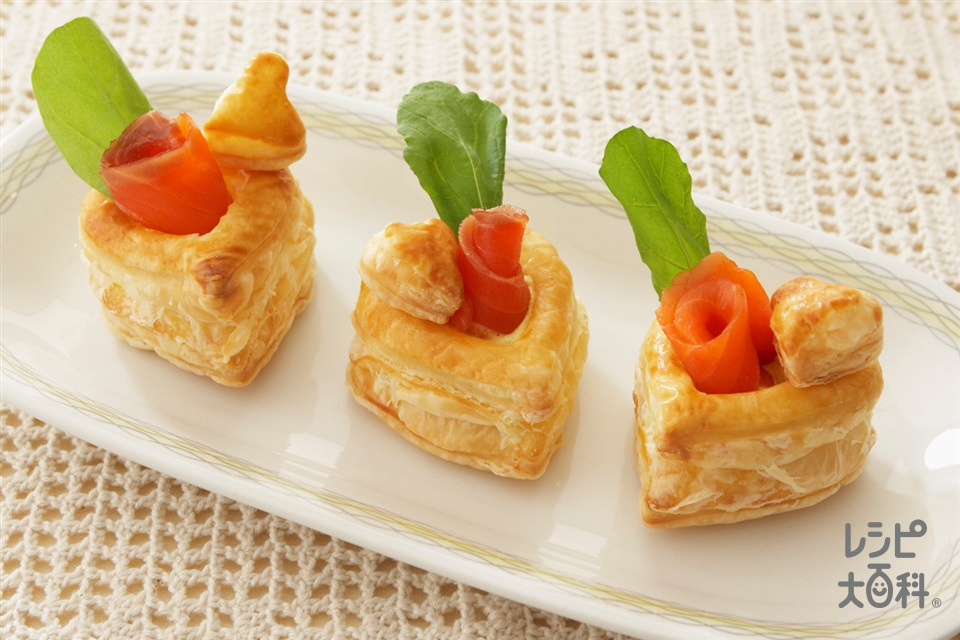 スモークサーモンとルッコラのパイ(冷凍パイシート+卵黄を使ったレシピ)