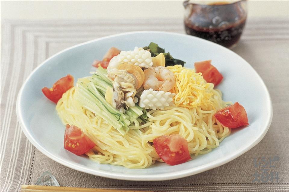 黒酢のヘルシー涼麺(中華生めん+冷凍シーフードミックスを使ったレシピ)
