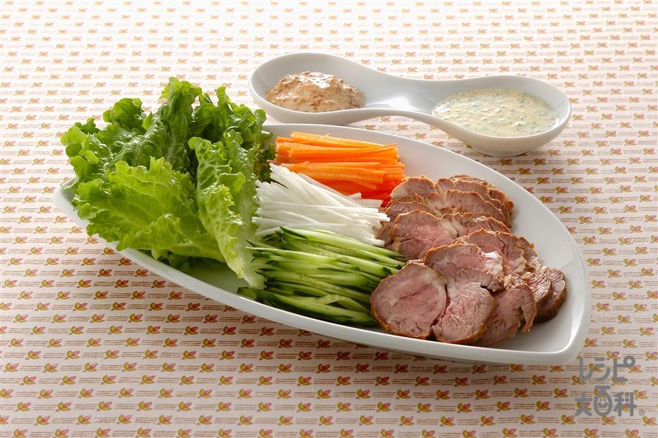 ラム肉のロースト ソース2種添え(ラムもも肉+リーフレタスを使ったレシピ)