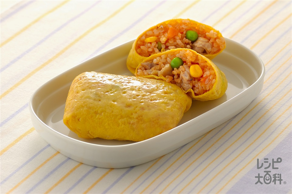 チキンライスの卵包み(鶏もも肉(皮つき)+玉ねぎを使ったレシピ)