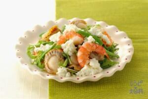 ヨーグルトゼリードレッシングサラダ(ゆでえび+蒸し帆立貝柱を使ったレシピ)