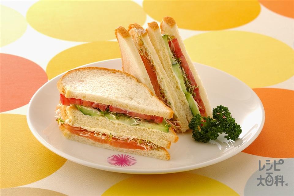 スプラウトのサンドイッチ2種(スモークサーモン+トマトを使ったレシピ)