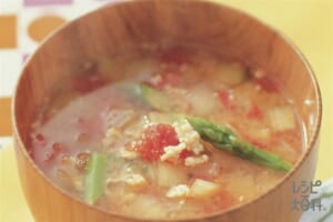 鶏ひき肉と玉ねぎのおかず椀トマトみそ