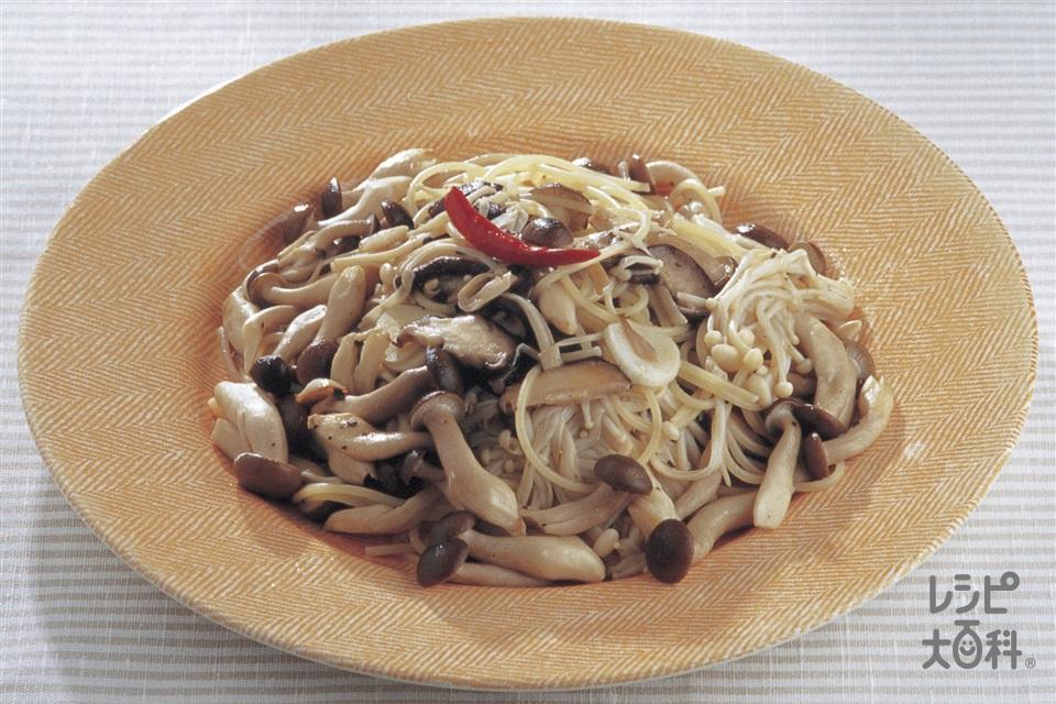 きのこのペペロンチーノ(スパゲッティ+「AJINOMOTO オリーブオイル」を使ったレシピ)