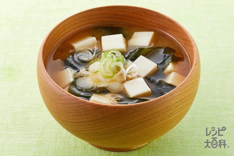 豆腐とわかめの基本のみそ汁