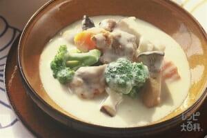 チキンと野菜のクリームシチュー(鶏もも肉+牛乳を使ったレシピ)