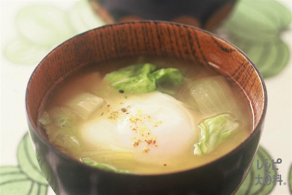 落とし卵とキャベツのみそ汁