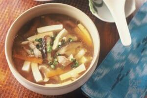 酸辣湯(豚もも薄切り肉+絹ごし豆腐を使ったレシピ)