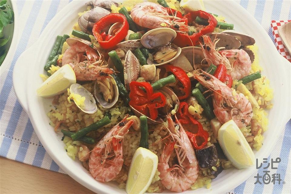 鶏肉とシーフードのフライパンパエリア(米+有頭えびを使ったレシピ)