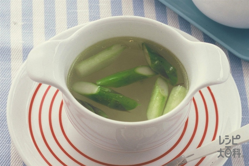 グリーンアスパラと玉ねぎのスープ(グリーンアスパラガス+玉ねぎを使ったレシピ)