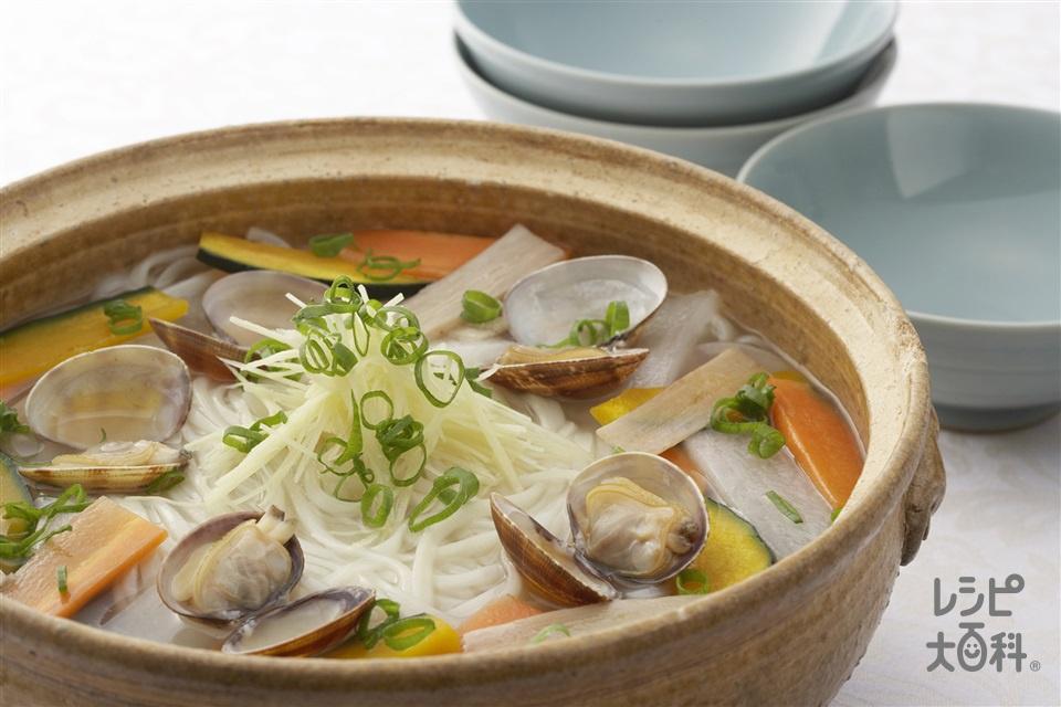 蔬菜蛤仔麺(あさりとごぼうの煮込みうどん)(干しうどん+あさり(殻つき)を使ったレシピ)