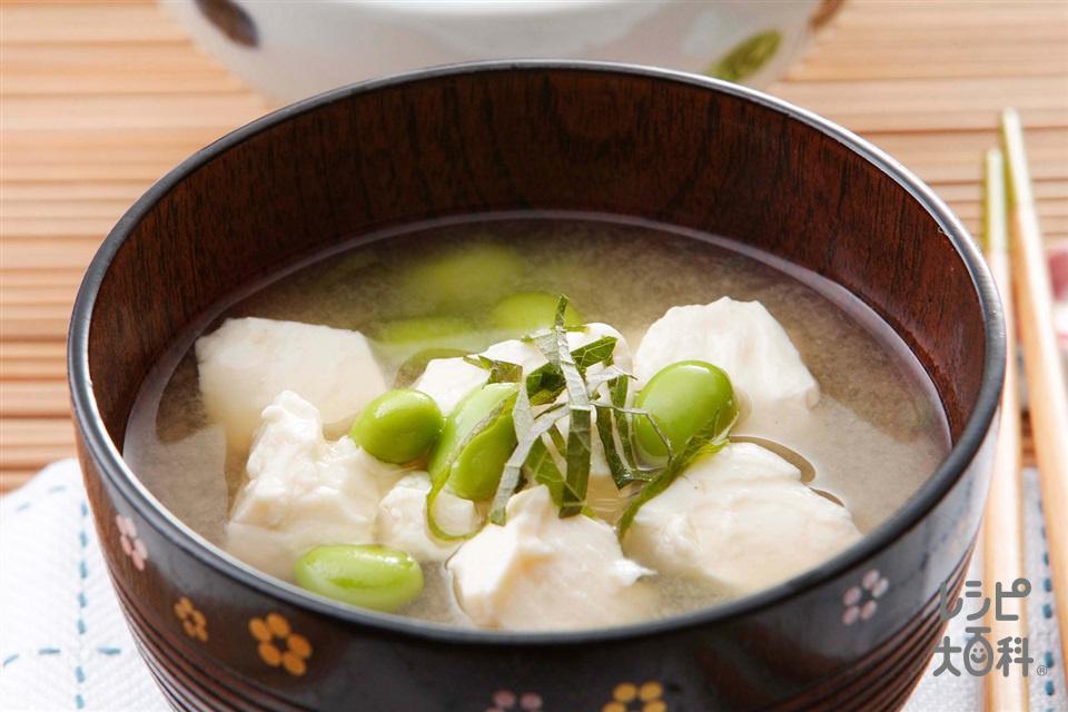 豆腐、枝豆、青じそのみそ汁(絹ごし豆腐+塩ゆで枝豆(さやから出したもの)を使ったレシピ)