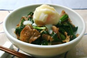 豚にら温玉丼(にら+ご飯を使ったレシピ)