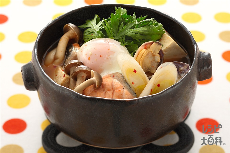 秋鮭とあさりのキムチ鍋(生ざけ+木綿豆腐を使ったレシピ)