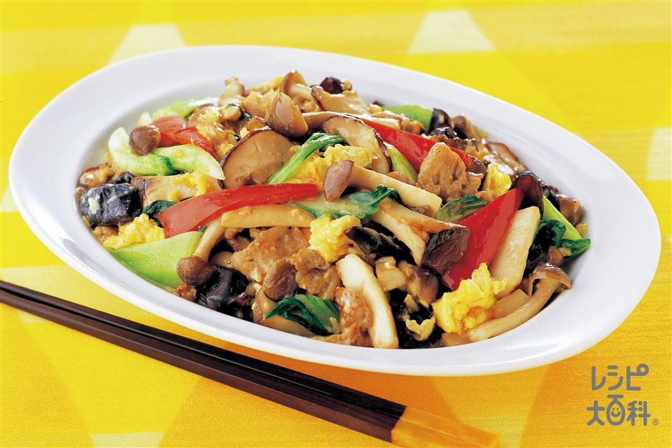 きのことチンゲン菜の中華風卵炒め(豚バラ薄切り肉+しめじを使ったレシピ)