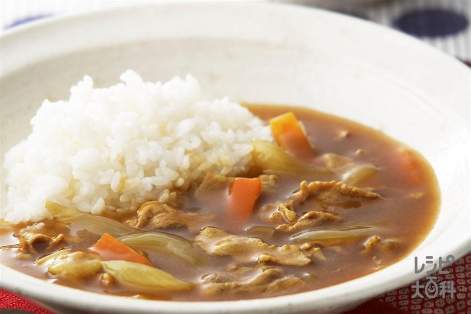 和風だしカレー(豚もも薄切り肉+玉ねぎを使ったレシピ)