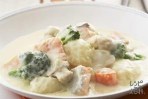 鮭のクリームシチュー(じゃがいも+牛乳を使ったレシピ)