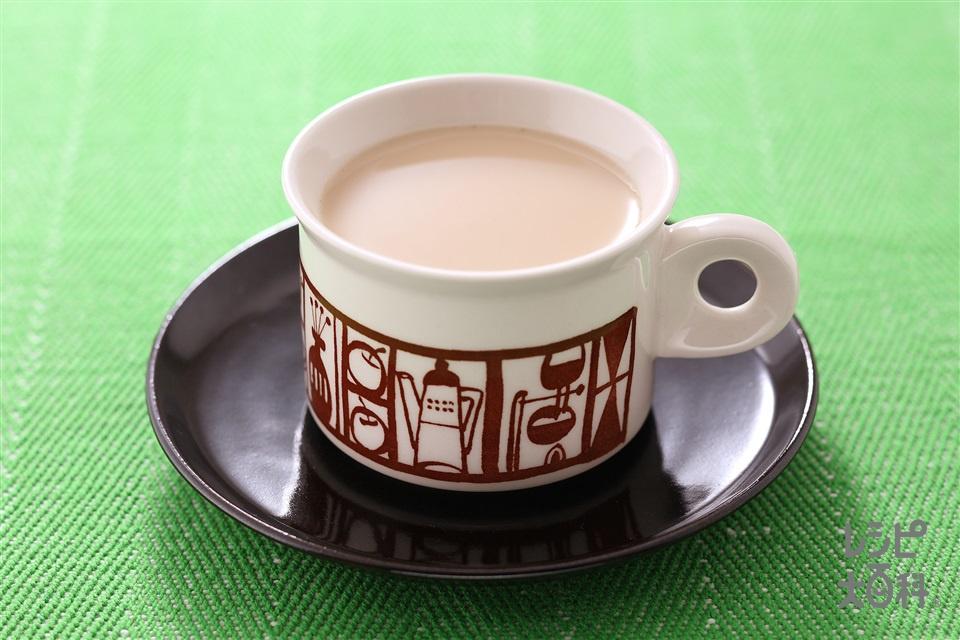 ホット・チャイ(紅茶の葉+チャイ用ミックススパイスを使ったレシピ)