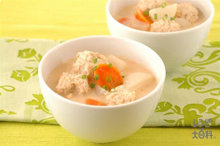 大根と鶏団子のピリ辛豆乳スープ