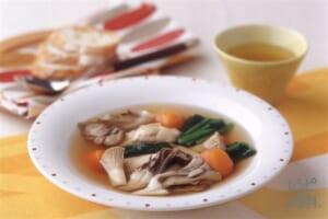 きのこと冬野菜のヘルシーコンソメスープ