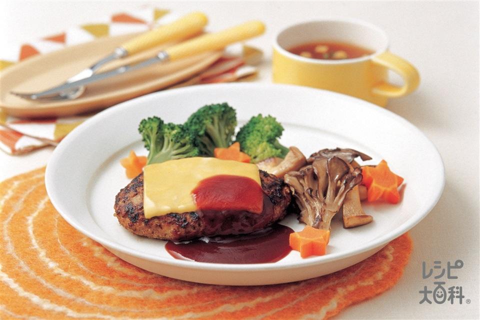 洋食屋さんのきのこ入りチーズハンバーグ きのこのソテーを添えて(合いびき肉+玉ねぎを使ったレシピ)