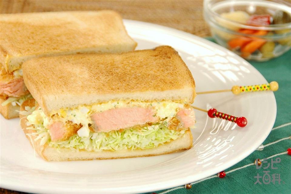 コクうまタルタルとサーモンフライのサンドイッチ