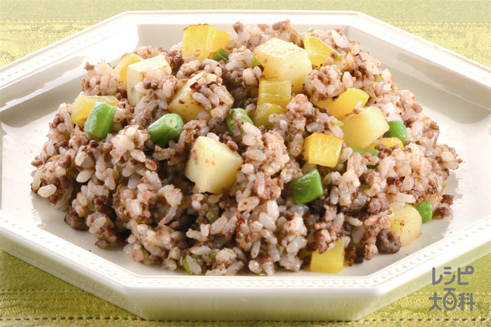 じゃがいもと牛肉のオイマヨチャーハン(牛ひき肉+ご飯を使ったレシピ)