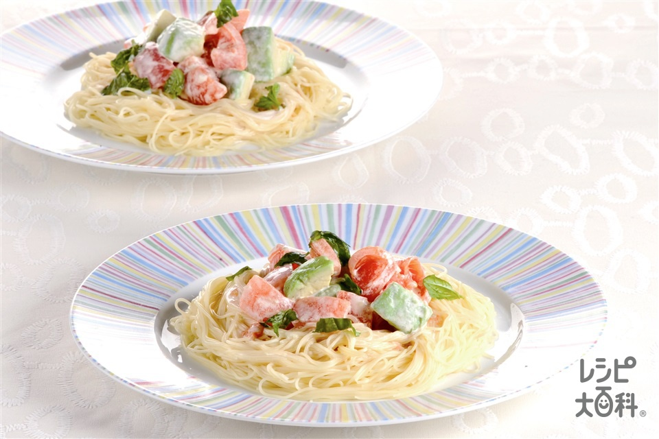フレッシュトマトとアボカドの冷製パスタ(スパゲッティ+トマトを使ったレシピ)