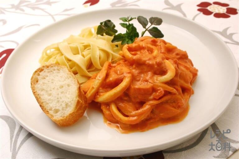イカのトマト煮パスタプレート