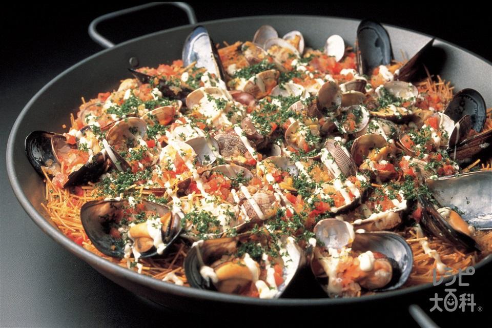 魚介入りパスタのパエリア(ほたるいか+A白ワインを使ったレシピ)
