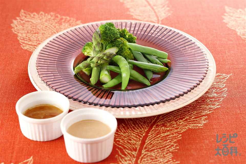 温野菜のグリーンサラダ 2種のソース(ブロッコリー+グリーンアスパラガスを使ったレシピ)
