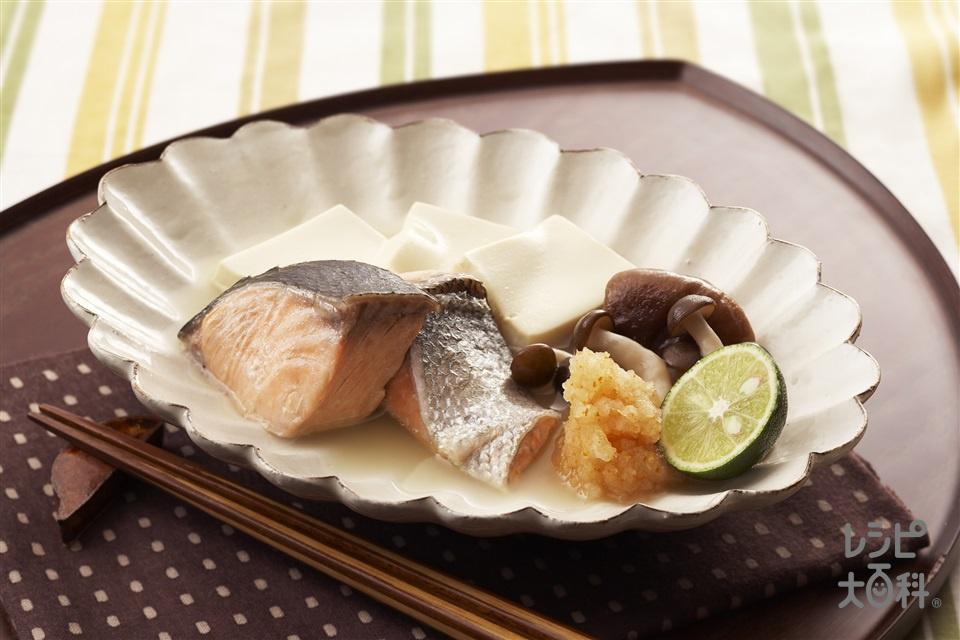 鮭と豆腐のちり蒸し(生ざけ(切り身)+絹ごし豆腐を使ったレシピ)