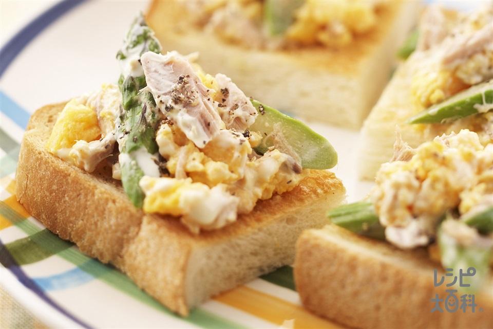 アスパラエッグのせコクうまツナのせトースト(ツナ缶(ノンオイル)+食パン6枚切りを使ったレシピ)