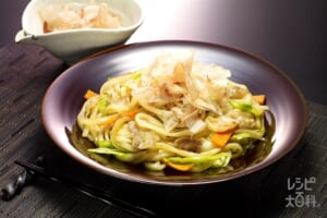 ピリ辛焼きうどん(ゆでうどん+キャベツを使ったレシピ)